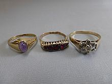 Three 9ct gold ladies dress rings.