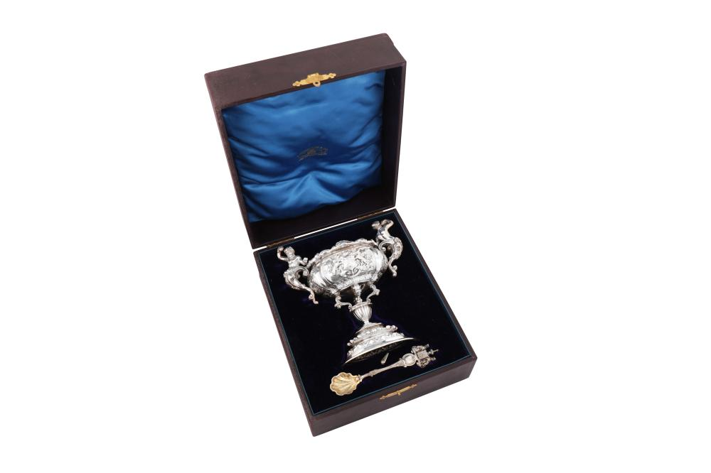 A cased Victorian sterling silver standing salt and spoon, London 1893 by Carrington & Co