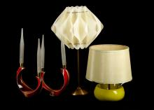 A PAIR OF 1960s VERCERAN TWIN LIGHT CERAMIC TABLE LAMPS, with red and brown glazes and frosted glass candle form shades (25cm wide), together with a 1960s green ceramic lamp, and a brass 1960s lamp with white pleated plastic lamp.