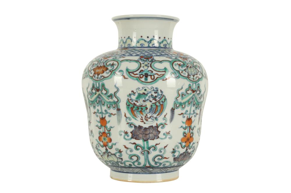 A CHINESE DOUCAI VASE.