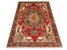A Persian Bakhtiar carpet, West Iran, 3.05m x 2.15m, condition rating A/B.