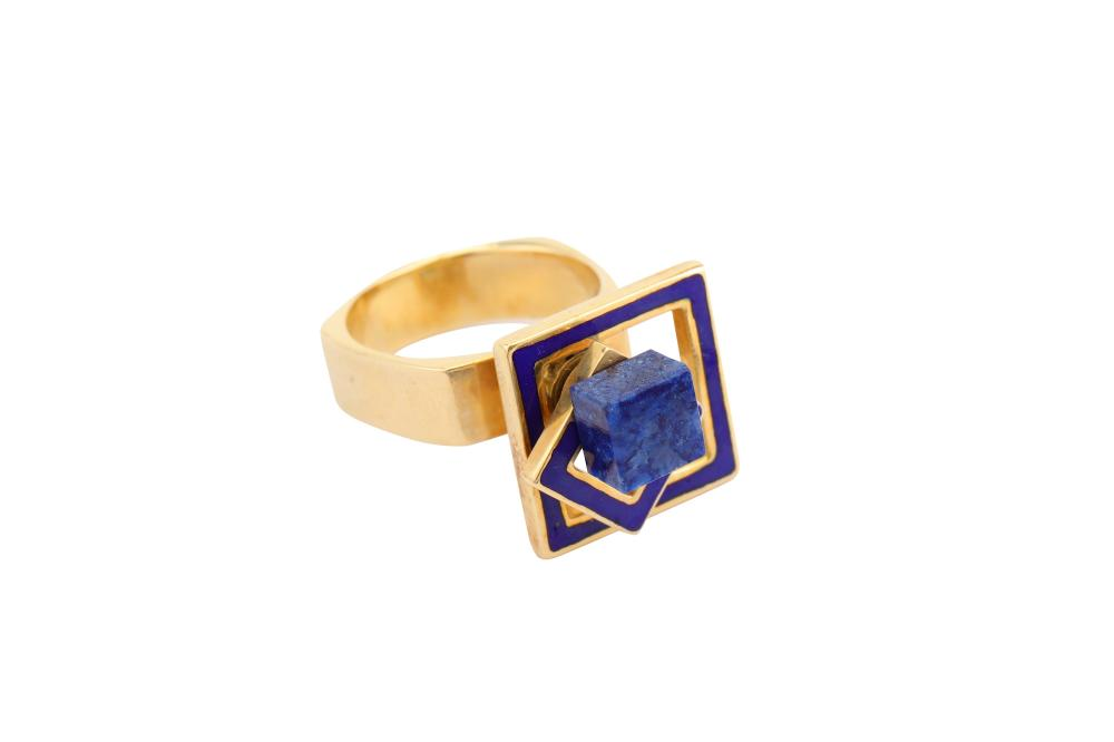 A sodalite and enamel kinetic ring