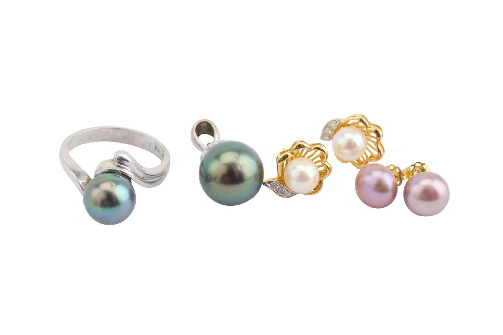 A group of cultured pearl jewellery