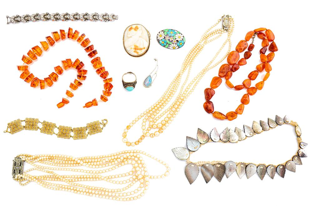 A group lot of jewellery