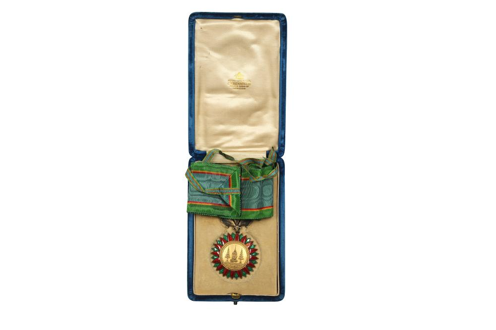 A GILT AND GUILLOCHÉ ENAMELLED ORDER OF THE CROWN OF THAILAND MEDAL Thailand, circa 1900s