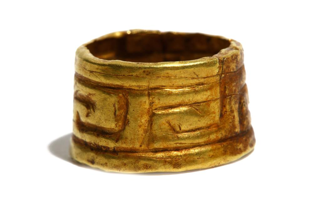 A GREEK GOLD RING