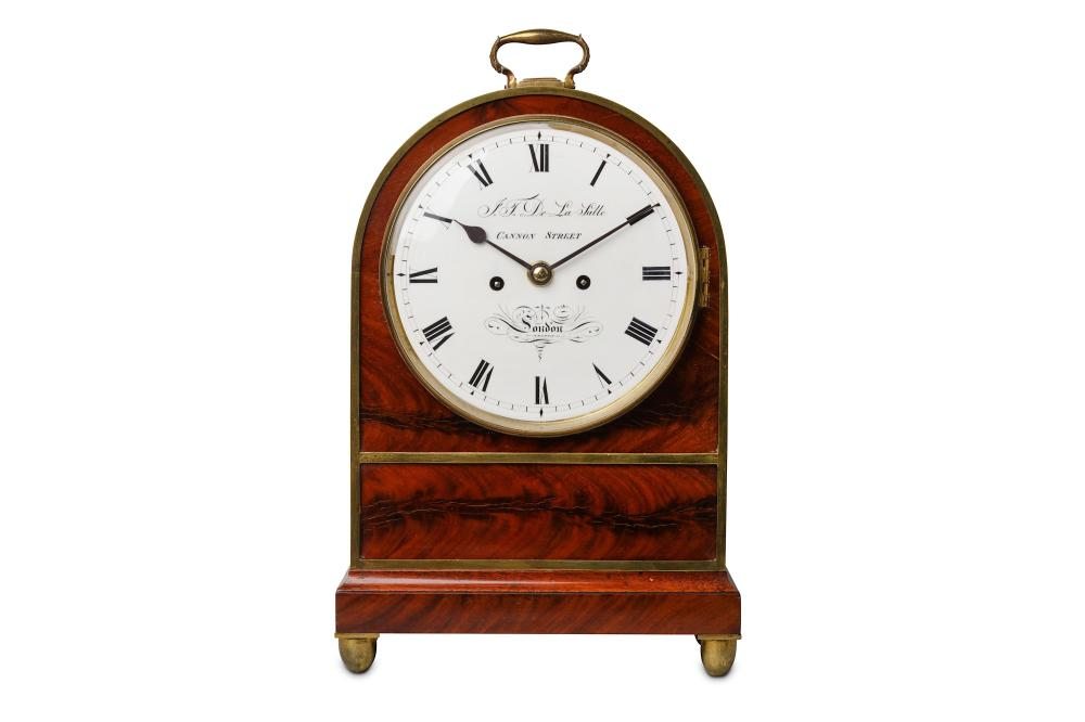 A SECOND QUARTER 19TH CENTURY GEORGE IV PERIOD MAHOGANY AND BRASS MOUNTED FUSEE TABLE / BRACKET CLOC