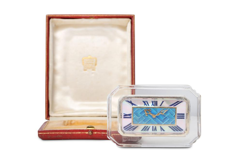 A RARE EARLY 20TH CENTURY ART DECO PERIOD GLASS AND KINGFISHER FEATHER DESK CLOCK BY CARTIER, NO. 16