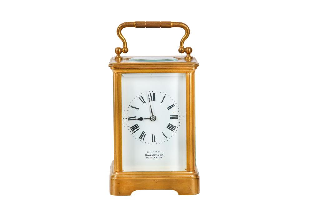 AN EARLY 20TH CENTURY FRENCH GILT BRASS CARRIAGE CLOCK WITH TRAVELLING CASE