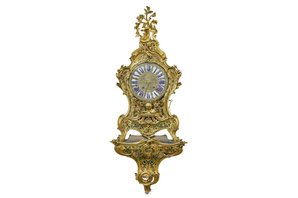 A VERY LARGE AND IMPRESSIVE 18TH CENTURY FRENCH GILT BRONZE, CUT BRASS AND STAINED HORN BO