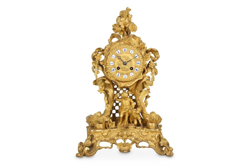 A SECOND QUARTER 19TH CENTURY FRENCH GILT BRONZE MANTEL CLOCK IN THE ROCOCO STYLE