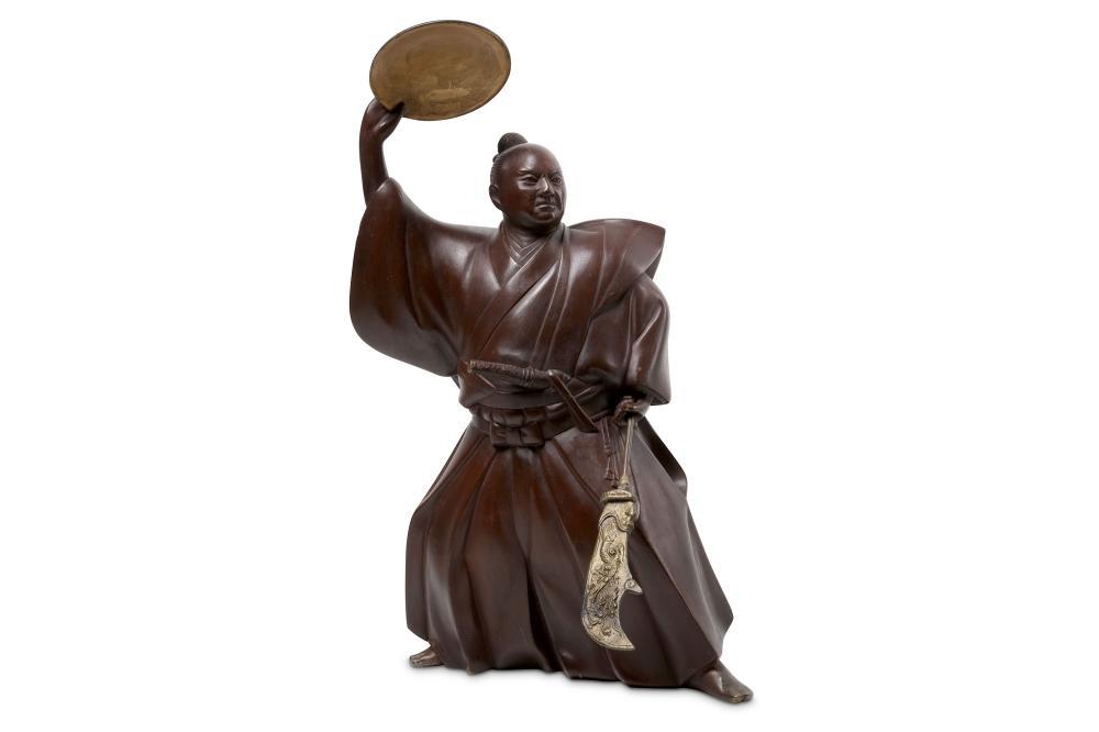 A JAPANESE BRONZE FIGURE OF A SAMURAI
