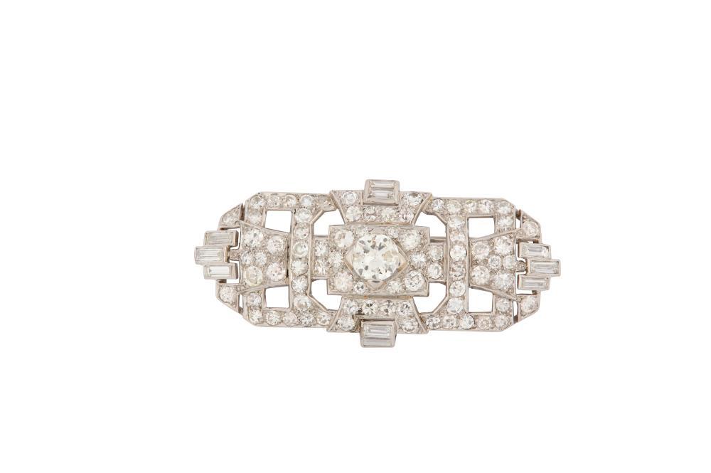 Lot 266: An Art Deco diamond brooch, circa 1925