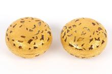 A pair of gold mounted 'bird' agate boxes with covers, 4.7cm diameter (4)