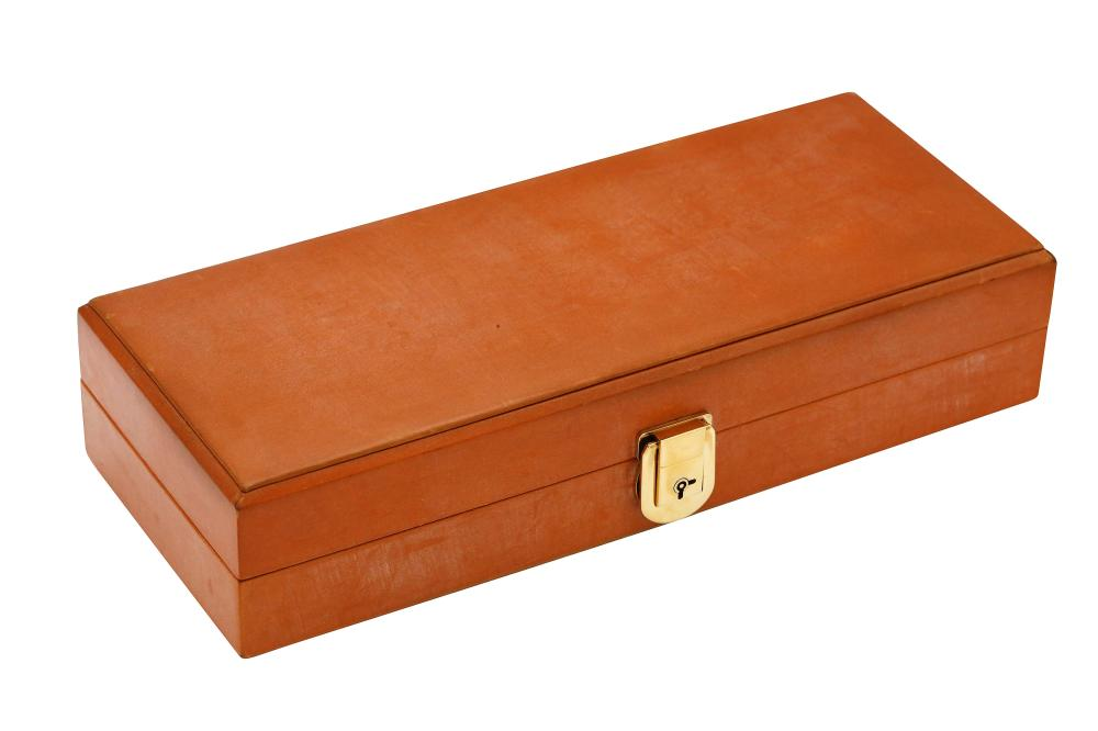 POCKETT LEATHER BOX FOR WATCHES.