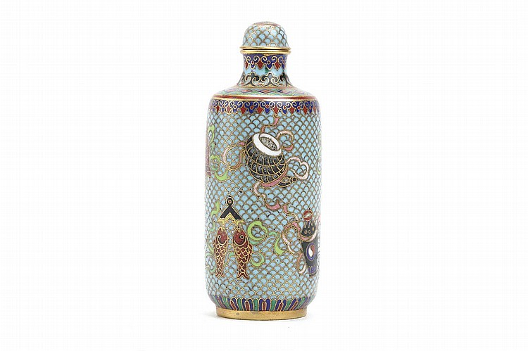 A CHINESE CLOISONNÉ ENAMEL 'BUDDHIST EMBLEMS' SNUFF BOTTLE. Qing Dynasty. Decorated on turquoise ground, carved Qianlong nianzhi mark to base, original matching stopper, 8cm H. Provenance: Collection of Bernard Buckman (1910 – 1991). ? ????????????