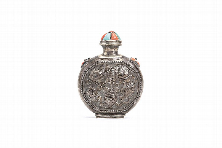 A CHINESE CORAL AND TURQUOISE INLAID SILVER 'BUDDHIST EMBLEMS' SNUFF BOTTLE. Mongolia, Qing Dynasty. The body worked in repoussé with the emblems, the shoulders and matching stopper inlaid with coral and turquoise, 8cm H. Provenance: Collection of Bernard Buckman (1910 – 1991). ? ????????????