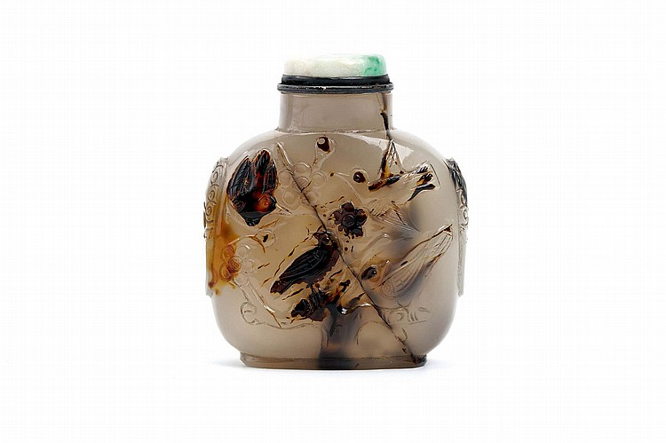 A LARGE CHINESE CARVED AGATE SNUFF BOTTLE.   19th / 20th Century.   The front and back incised with birds on flowering plum tree branches, twin handles, the base with incised plum blossom carving, jadeite stopper, 8cm H.   Provenance: Collection of Bernard Buckman (1910 – 1991).   19-20?? ?????????