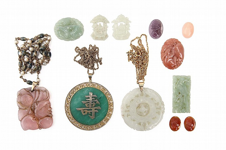 A COLLECTION OF CHINESE PENDANTS, AND MISCELLANEOUS JEWELLERY ITEMS.   19th / 20th Century.   Comprising a circular jade pendant on a 14 carat gold chain, a rose quartz pendent, and various other pieces. (13)   Provenance: Collection of Bernard Buckman (1910 – 1991).   19-20?? ??????????