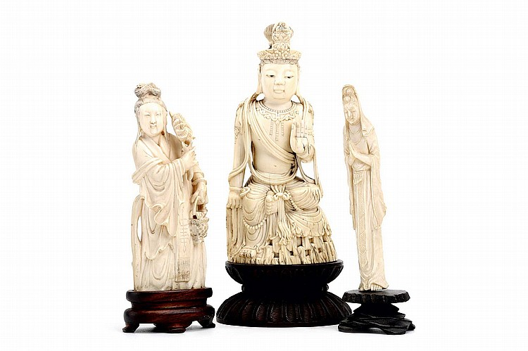 THREE CHINESE IVORY CARVINGS OF GUANYIN. Qing Dynasty. Wooden stands, 13 / 14 / 16cm H. (3) Provenance: Collection of Bernard Buckman (1910 – 1991). ? ???????