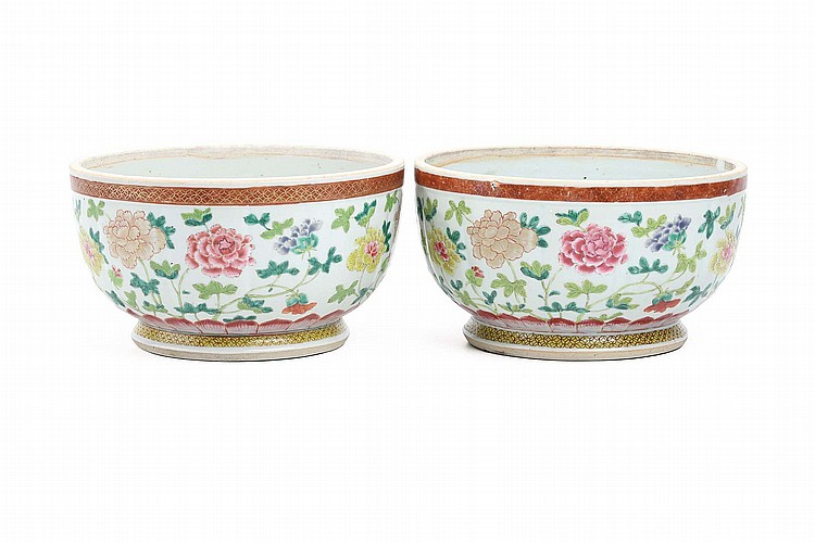 A CHINESE PAIR OF FAMILLE ROSE 'PEONIES' BOWLS. Qing Dynasty, circa 1800. 13.5cm H, 25cm diameter. (2) ? ?1800? ?????