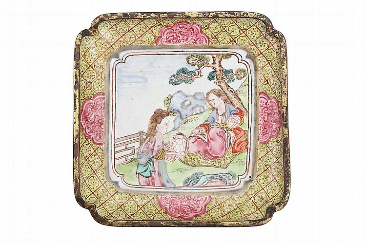 A CHINESE CANTON ENAMEL SQUARE TRAY. Qing Dynasty. The central medallion painted with a scene of Europeans in a garden, 10 x 10cm. ? ??????