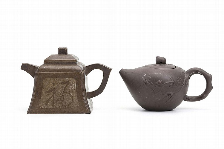 TWO CHINESE YIXING ZISHA TEAPOTS AND COVERS.   9cm H. (2)   ?????????