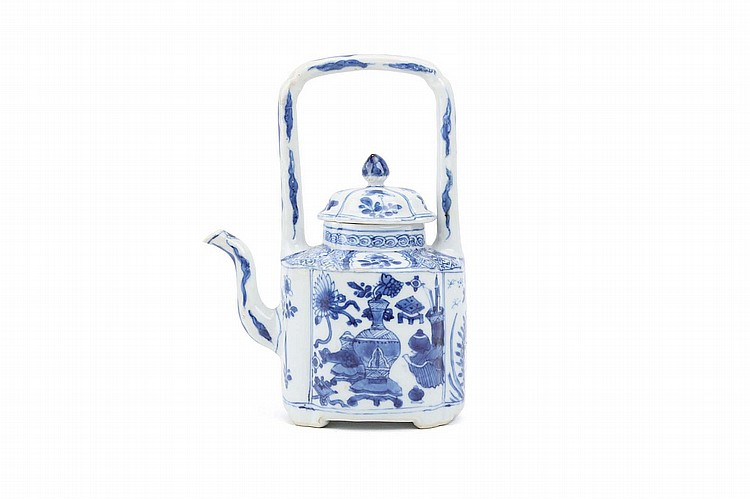A CHINESE BLUE AND WHITE WINEPOT AND COVER. Qing Dynasty, Kangxi era. Supported on four short feet and with a gate handle, decorated with treasures on the two sides of the body, 19.5cm diameter. ? ?? ??????