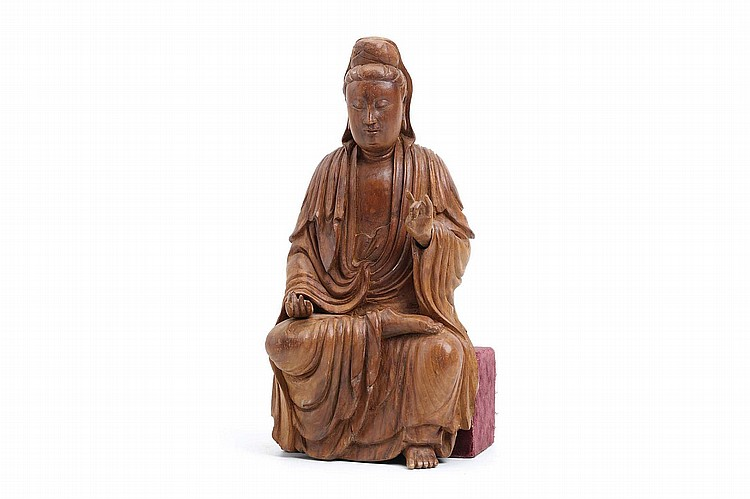 A CHINESE CARVED WOOD GUANYIN.   17th / 18th Century.   Seated in long flowing robes, red velvet base, 32cm H.   17-18?? ??????