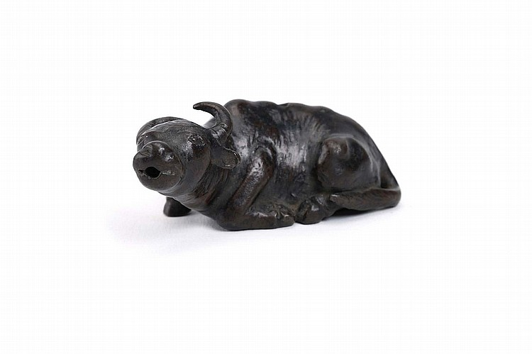 A CHINESE BRONZE 'WATER BUFFALO' WATER DROPPER.   17th Century.   Seated with the legs tucked under and the head raised, the mouth open for the release of water, 7cm long.   17?? ??????