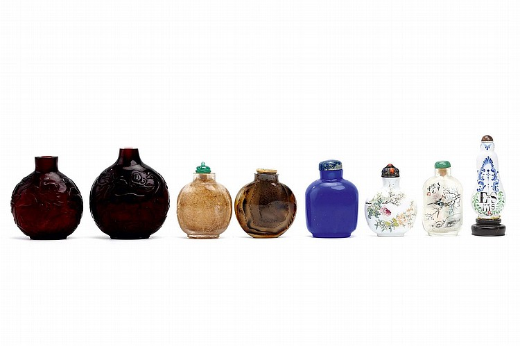 A COLLECTION OF CHINESE SNUFF BOTTLES.   Qing Dynasty, and later.   Including glass, porcelain and agate pieces, the largest 8cm H. (8)   ???????