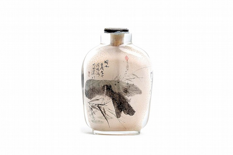 A CHINESE INSIDE PAINTED SNUFF BOTTLE, BY SUO ZHENHAI (1944 – 2006). 1982. Painted on one side with a lotus leaf, the reverse with a spider among gourds, 6.5cm H. ????? ??? ????? ?????? ?? ???? ??????? ???? ????