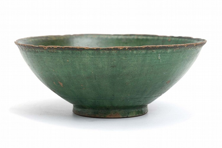 A CHINESE INCISED GREEN-GLAZED BOWL.   Ming Dynasty.   The exterior and interior covered in a green lead glazed with an incised floral pattern to the interior, 7cm H.   ? ???????