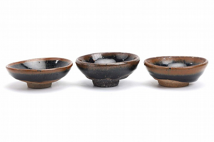 THREE CHINESE JIANYAO BLACK AND BROWN-GLAZED TEA BOWLS.   12th / 14th Century.   3cm H, 8.5cm diameter. (3)   Provenance: Collection of Susan Chen, Feng Wen Tang Collection.   12-14?? ?????