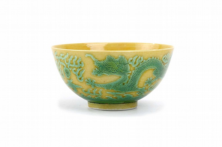 A CHINESE YELLOW-GROUND GREEN 'DRAGON' BOWL.   Qing Dynasty, Guangxu mark and probably of the period.   The exterior incised and decorated with two dragons separated by a flaming pearl, among flames and above waves, Da Qing Guangxu nianzhi mark to base, 6cm H, 12cm diameter.   ? ?? ????????
