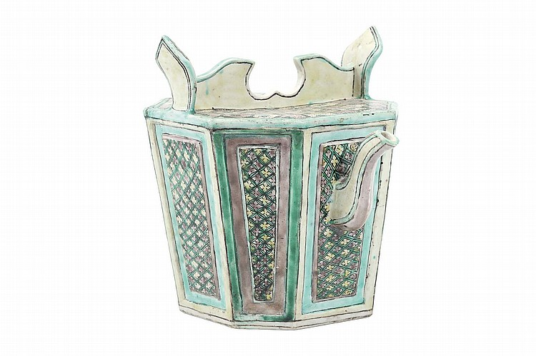 A CHINESE FAMILLE VERTE BISCUIT EWER AND COVER.   Qing Dynasty, Kangxi era.   Of octagonal form, the sides decorated with a diaper pattern within green and turquoise borders, with upward spout, the top with a galleried collar, 21cm H.   ? ?? ?????