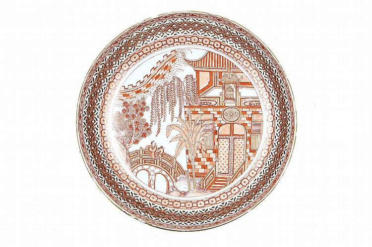 A CHINESE IRON RED AND GILT DISH. Qing Dynasty, Kangxi era. The central roundel with a figurative scene, the sides pierced lattice design, 32.5cm diameter. ? ?? ???