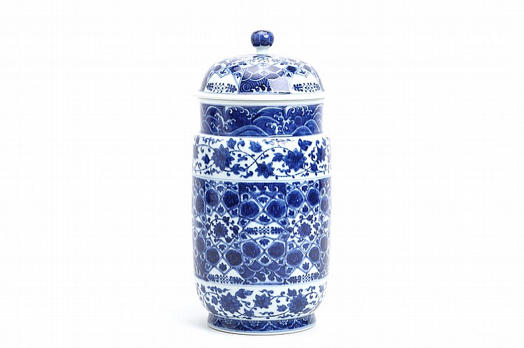 A CHINESE BLUE AND WHITE JAR AND COVER. 31cm H. ???