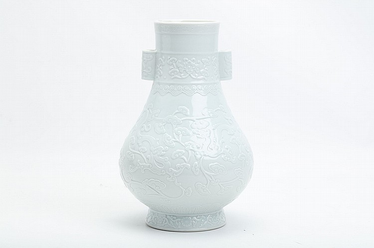 A CHINESE INCISED WHITE-GLAZED VASE.   Qianlong mark. 29cm H.   ???  ???????????