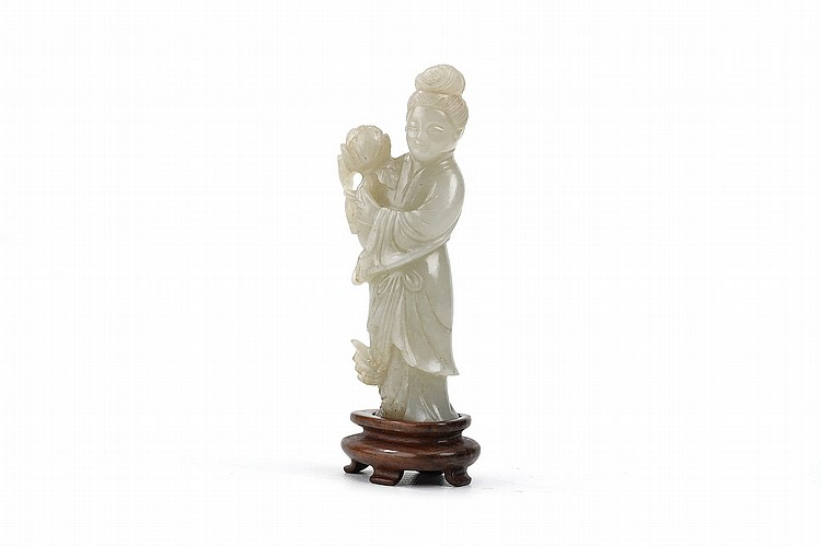 A CHINESE JADE CARVING OF A LADY. Third quarter of 20th Century. Wood stand, 9cm H. 20?? ??????