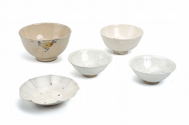 A COLLECTION OF FOUR MAINLY KOREAN BOWLS. Song Dynasty, and later. 4-16cm. (4) ???