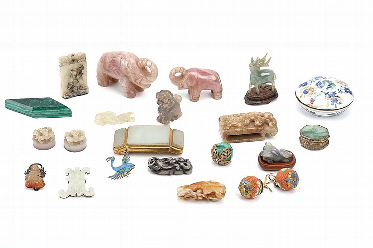 A COLLECTION OF MAINLY CHINESE MISCELLANEOUS ITEMS. Qing Dynasty, and later. Comprising two circular seals, a belt hook, a jade plaque, a belt hook, a seal paste box and cover, and various other items. (Qty) Provenance: From the collection of Kenneth Gordon Ritchie CMG (1921 – 2003). ??????????????