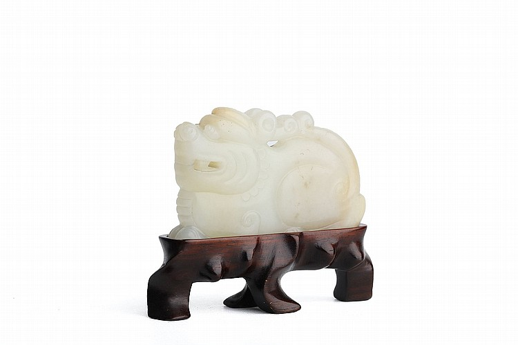 A CHINESE CARVED JADE FIGURE OF A SEATED LION.   19th / 20th Century.   Seated with the mouth slightly in a toothy grin, wood stand, 4cm H.   19-20?? ????