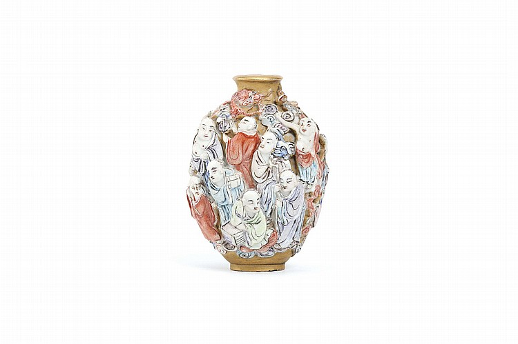 A CHINESE MODELLED PORCELAIN 'EIGHTEEN LUOHAN' SNUFF BOTTLE. Qing Dynasty. Finely modelled and painted with figures against a gilt ground, 6cm H. Provenance: Collection of P.H. (1926 – 2016). ? ???????