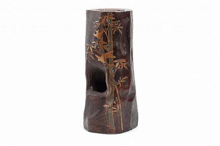 A LARGE WOOD AND LACQUER FLOWER VASE.   20th Century.   A natural wood trunk forming a flower vase, decorated with bamboo and sparrows in gold lacquer hiramaki-e and inlaid aogai. 43cm H.   ????????????