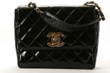 CHANEL VINTAGE SQUARE FLAP HANDBAG, 1980s, black patent leather with gilt hardware, short chain handle, 25cm wide, 20cm high