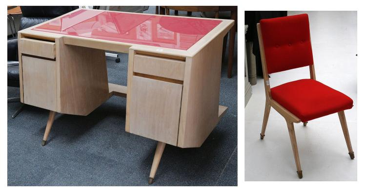 Astounding A 1950S Italian Desk In Maple Wood With Red Glass Inset Uwap Interior Chair Design Uwaporg