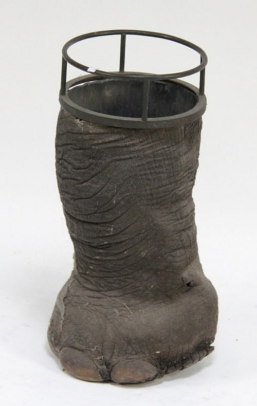 An Elephant Leg Umbrella Stand With Four Claw