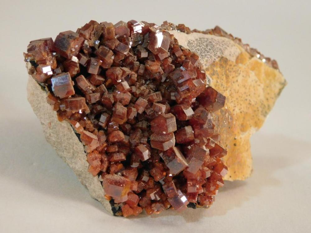 VANADINITE CRYSTAL ROCK STONE LAPIDARY SPECIMEN