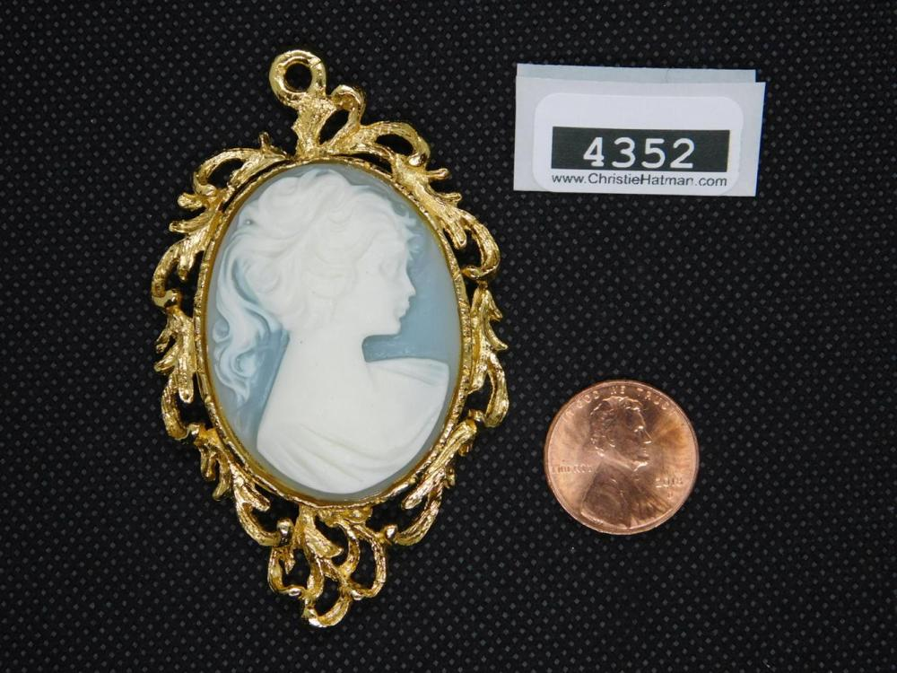 CAMEO NECKLACE PENDANT
